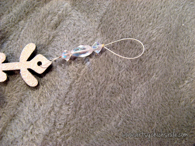 Easy, DIY Snowflake Wall Hanging - artsychicksrule.com