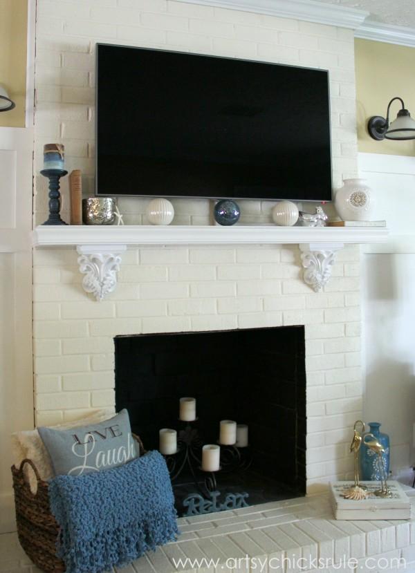 Family Room Makeover -artsychicksrule.com