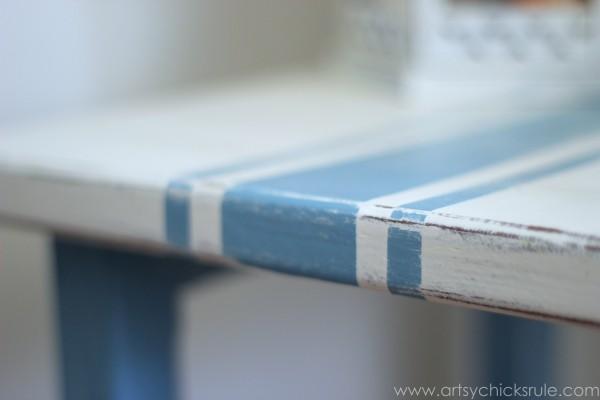 Grain Sack Table Makeover -  Distressed Grain Stripes- #chalkpaint #milkpaint #grainsack - artsychicksrule.com
