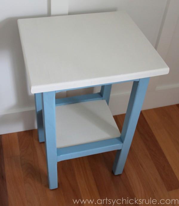 Grain Sack Table Makeover -  Top before stripes - #chalkpaint #milkpaint #grainsack - artsychicksrule.com