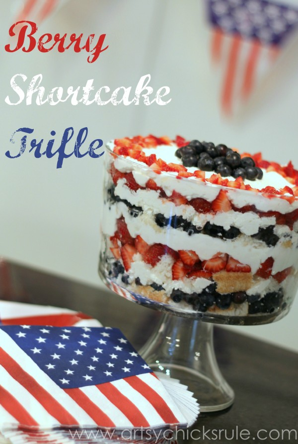 Berry Shortcake Trifle - Red, White & Blue Dessert - artsychickrule.com #trifle #berry #dessert #recipe #patriotic