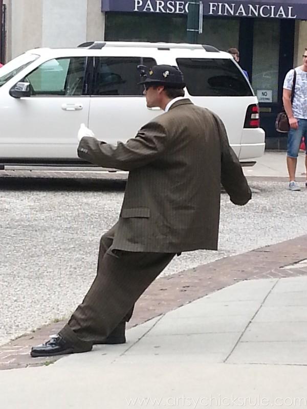 Asheville NC Road Trip - Cool Street Performer - artsychicksrule.com #asheville #downtown