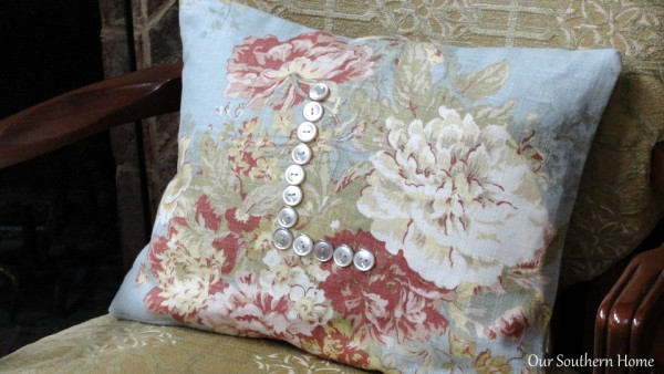 No-Sew-Floral-Spring-Envelop-Pillow - Our Southern Home