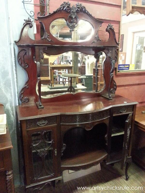 Page's Thieves Market - antique dressing - Mt. Pleasant SC - #vintage #antiques artsychicksrule.com