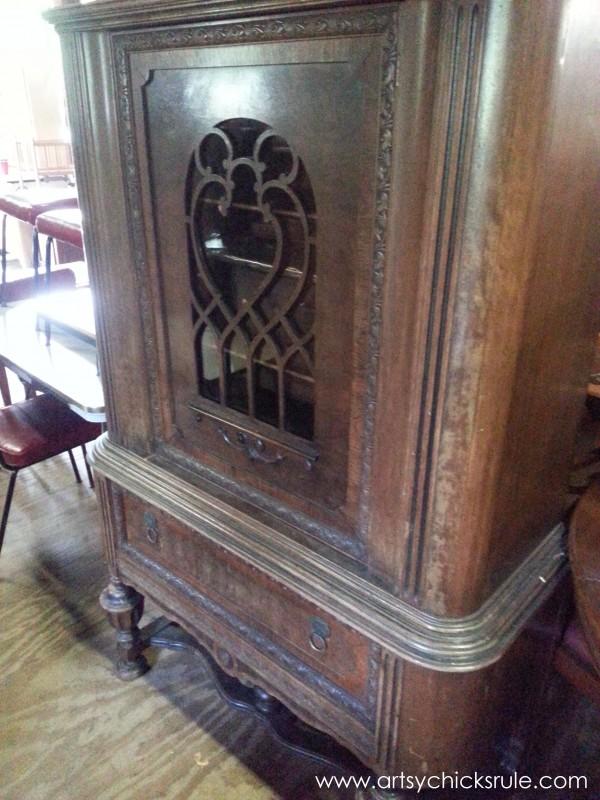 Page's Thieves Market - old cabinet - Mt. Pleasant SC - #vintage #antiques artsychicksrule.com