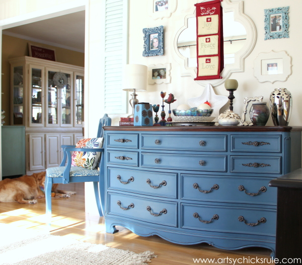 Christmas Home Tour Part 1 - Aubusson Blue Dresser and Lexi - #Christmastour #hometour #aubussonblue #holidays #holidaydecor #artsychicksrule artsychicksrule.com