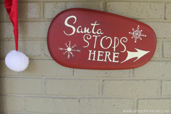 Santa Stop Here - Welcome Home Tour - #wreath #diy #ornamentwreath artsychicksrule.com