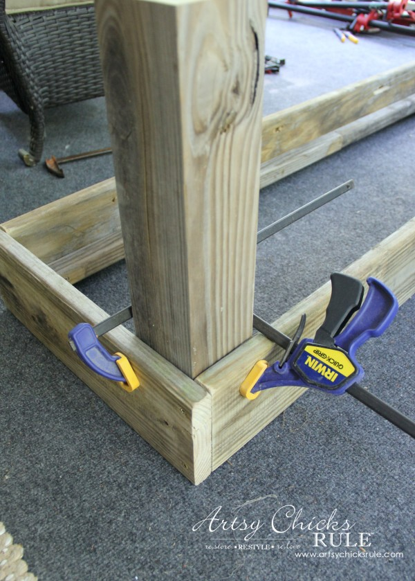 Simple DIY Outdoor Bench - add leg posts using clamps for stability - #diy #outdoorbench #outdoorfurniture #diybuild artsychicksrule.com