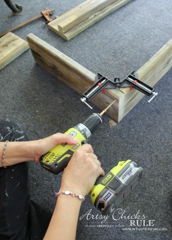 Simple DIY Outdoor Bench - add screws - #diy #outdoorbench #outdoorfurniture #diybuild artsychicksrule.com