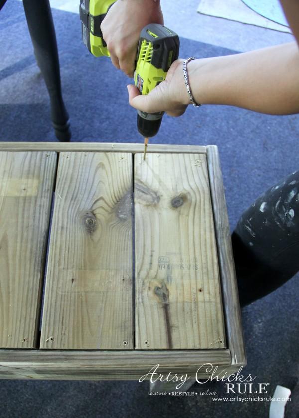 Simple DIY Outdoor Bench - screw in the top seat pieces - #diy #outdoorbench #outdoorfurniture #diybuild artsychicksrule.com