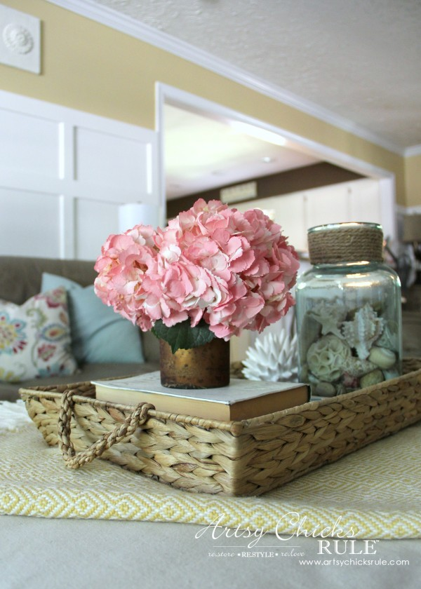 Coastal Summer Home Tour - with Balsam Hill - Fresh Flowers Decor - #nautical #coastal #homedecor artsychicksrule.com