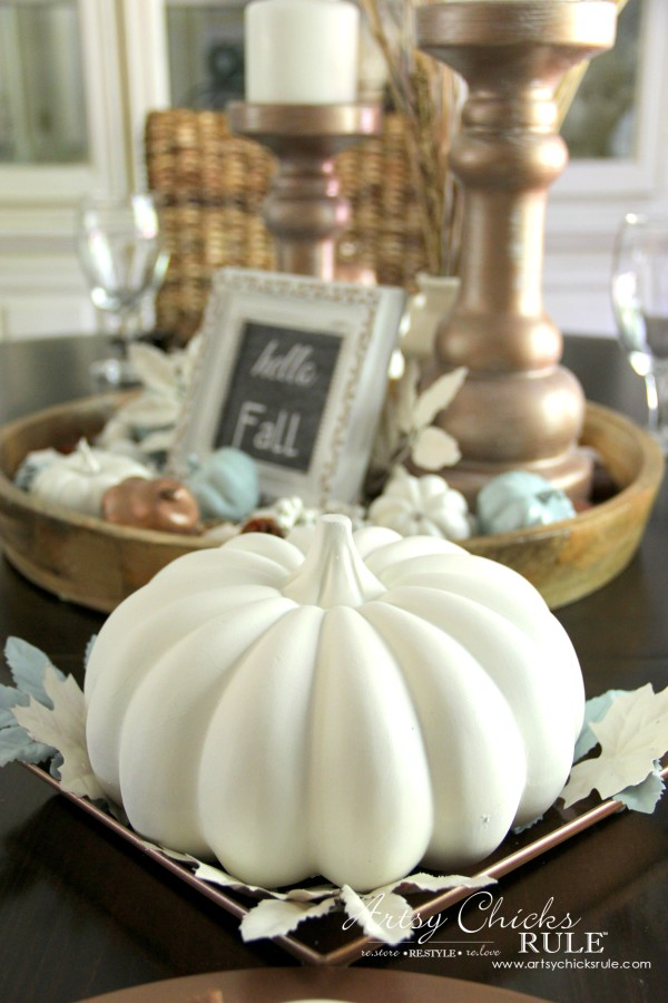 Coastal Casual Fall Tablescape - neutral Fall decor - artsychicksrule #falldecor #falltablescape #coastaldecor