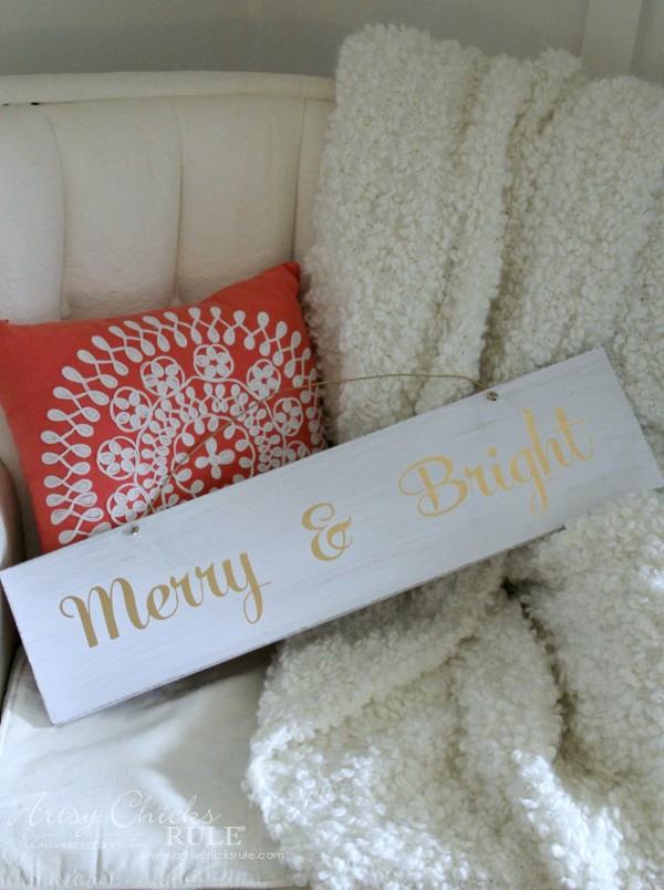 EASY DIY Merry and Bright Sign - Thrifty Makeover EASY HOLIDAY DECOR - artsychicksrule