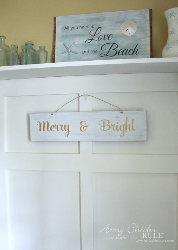 EASY DIY Merry and Bright Sign - Thrifty Makeover SUPER EASY - artsychicksrule