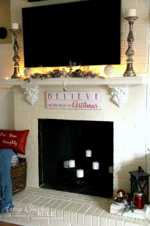 DIY Believe in the Magic of Christmas Sign - DIY SIGN - #artsychicksrule #Christmassign #believesign #homeforchristmas