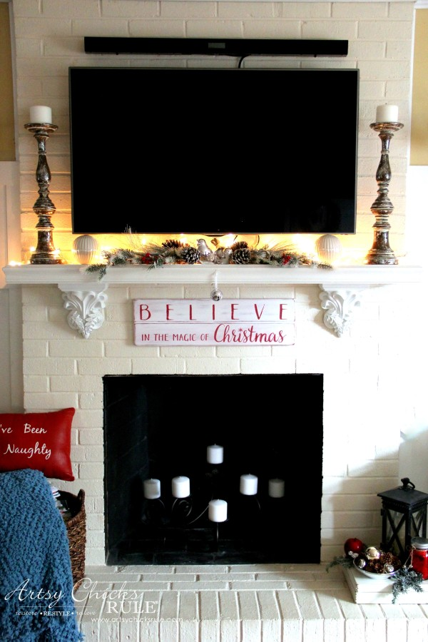 DIY Believe in the Magic of Christmas Sign - EASY PROJECT - #artsychicksrule #Christmassign #believesign #homeforchristmas