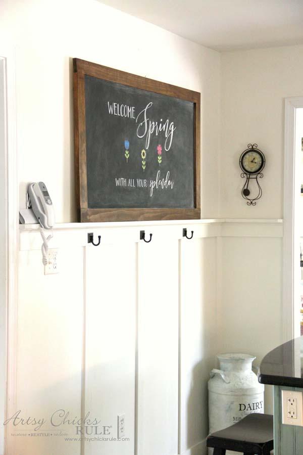 DIY Farmhouse Inspired Chalkboard - Farmhouse Kitchen - artsychicksrule