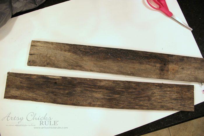 Easy DIY Nautical Pallet Wood Coat Rack artsychicksrule.com